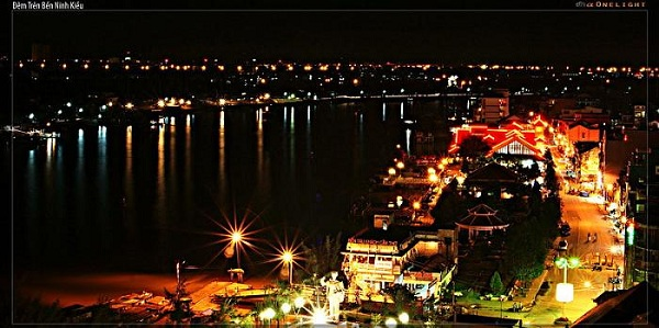 Ngắm bến Ninh Kiều