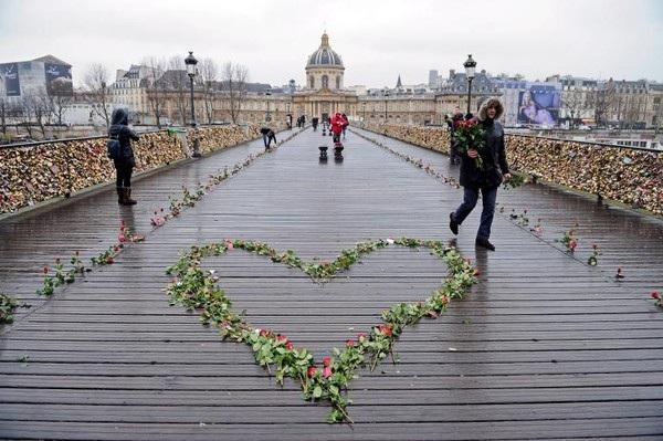 Cầu mong hạnh phúc trên cầu tình yêu lãng mạn bậc nhất ở Prague