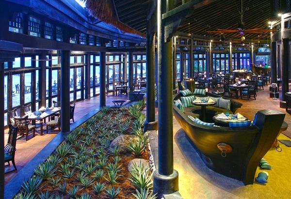 Vé máy bay đi Đà Nẵng -Choáng ngợp trước hệ thống nhà hàng, khách sạn