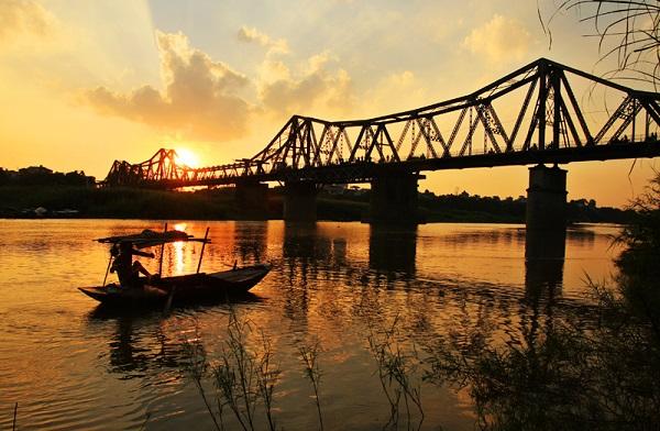 Vé máy bay đi Hà Nội - Vẻ đẹp Cầu Long Biên