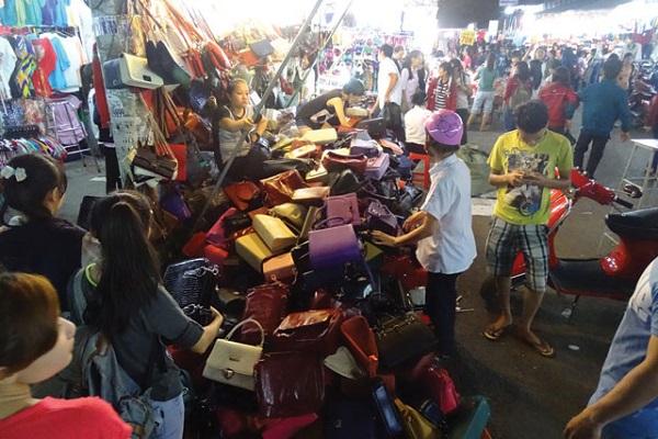 Vé máy bay đi Sài Gòn - Khám phá Chợ Hạnh Thông Tây