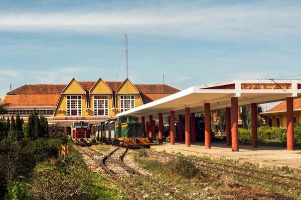 Cùng vé máy bay đi Đà Lạt khám phá ga tàu cổ nhất ở Đông Nam Á