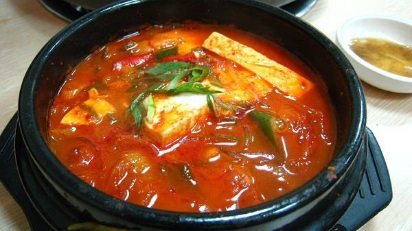 Súp thịt lợn - 돼지 국수 (Duechi Guksu)