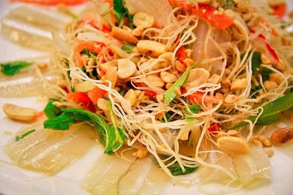 Vé máy bay đi Nha Trang - Thưởng thức hương vị hòa quyện của món gỏi cá mai