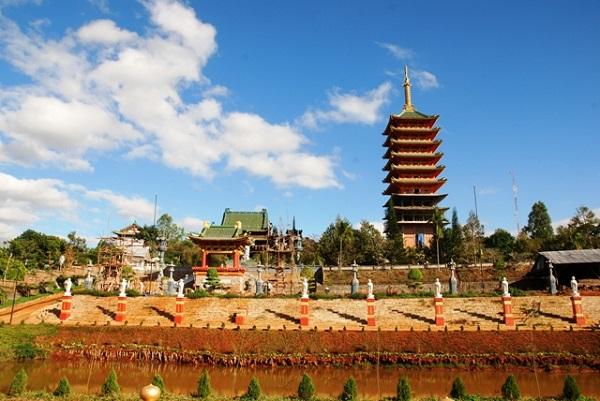 Vé máy bay đi Pleiku - Tham quan chùa Minh Thành