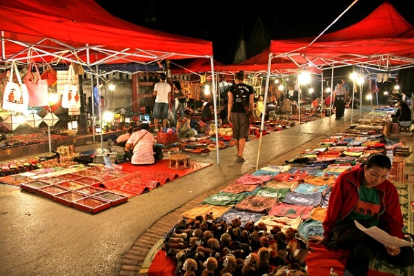 Mua quà lưu niệm gì ở Luang Prabang, Lào ?