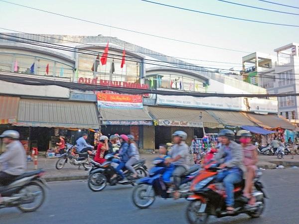 Vé máy bay đi Sài Gòn - Đến chợ Cây Gõ