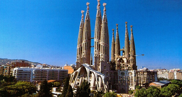 Mua vé máy bay đi Barcelona giá rẻ tháng 11