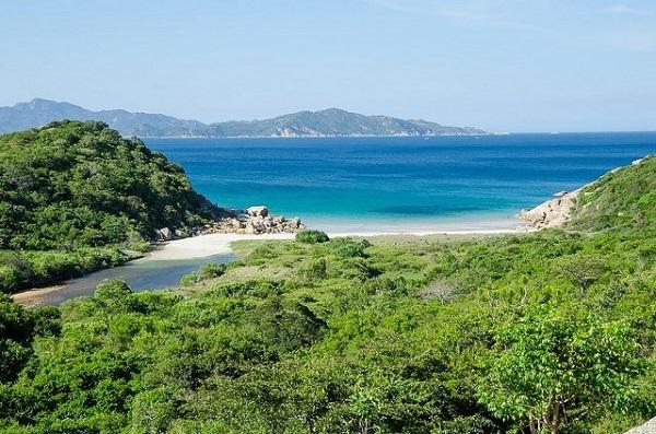 Vé máy bay đi Nha Trang - Khám phá những bãi biển hoang sơ, êm đềm nhất ở Tứ Bình