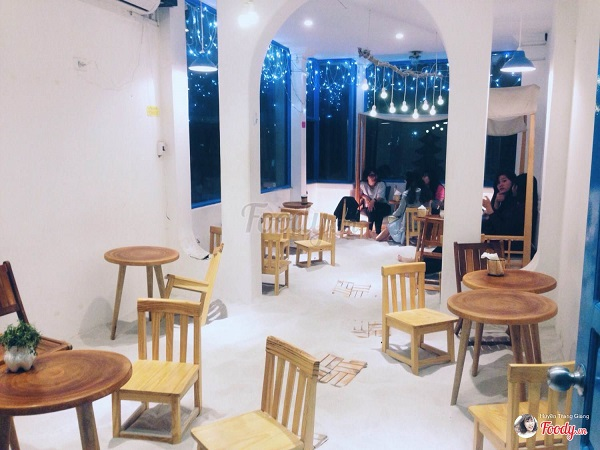 Vé máy bay đi Hà Nội - Coffee Kat óc đảo giữa thủ đô