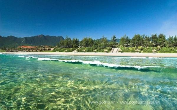 tắm biển Lăng Cô