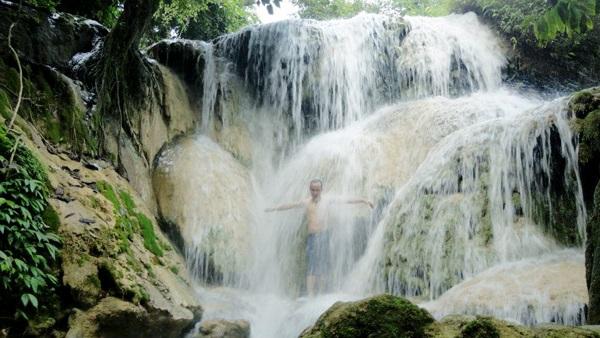 Tắm mát ở suối Hiêu