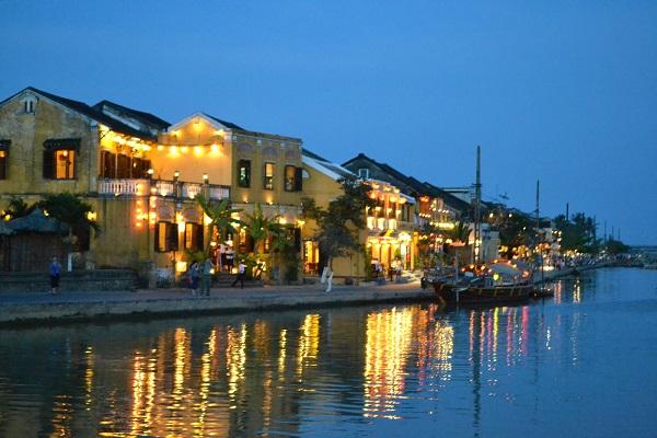 Vé máy bay đi Chu Lai - Tham quan phố cổ Hội An