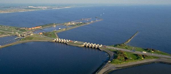"""cầu Kornwerderzand ở Hà Lan - một công trình có """"phép thuật"""""""