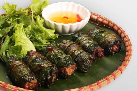 Vé máy bay đi Sài Gòn - Thịt bò nướng lá lốt thơm phức trên đường phố Sài Gòn