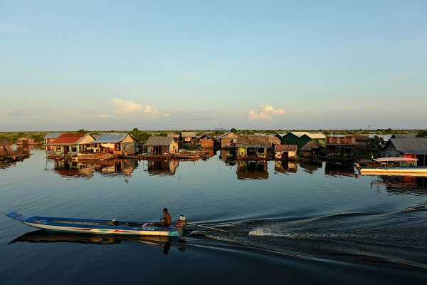Cùng vé máy bay đi Campuchia khám phá Tonle Sap