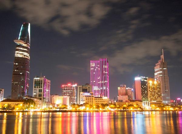 Vé máy bay đi Sài Gòn - Sài Gòn vẫn sôi động về đêm