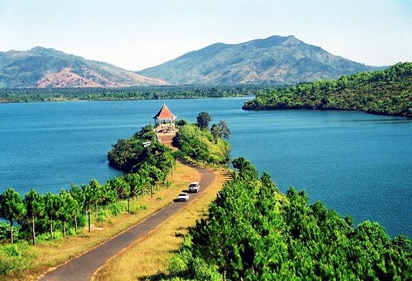 Cùng vé máy bay Vietnam Airlines đi Pleiku du lịch