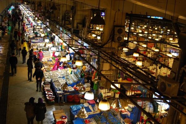 Vé máy bay đi Hàn Quốc - Ghé chợ đêm Myeongdong mua sắm