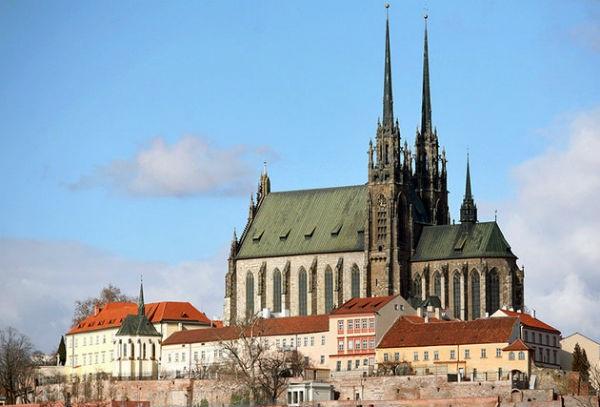 Vé máy bay đi Cộng Hòa Séc - Nhà thờ Brno của Thánh Phêrô và Phaolô