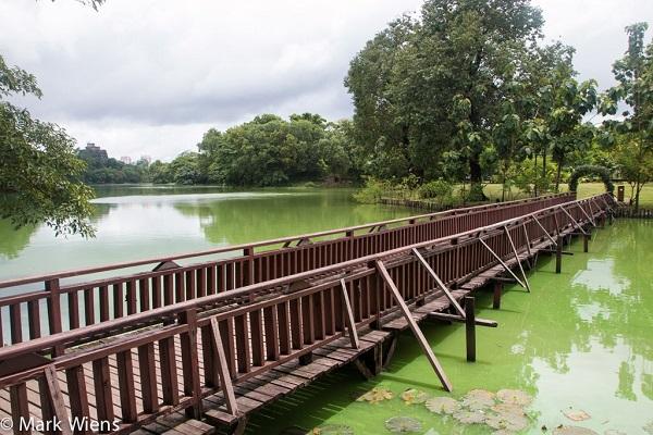 Vé máy bay đi Myanmar - Thiên nhiên trong lành ở Công viên Kandawgyi