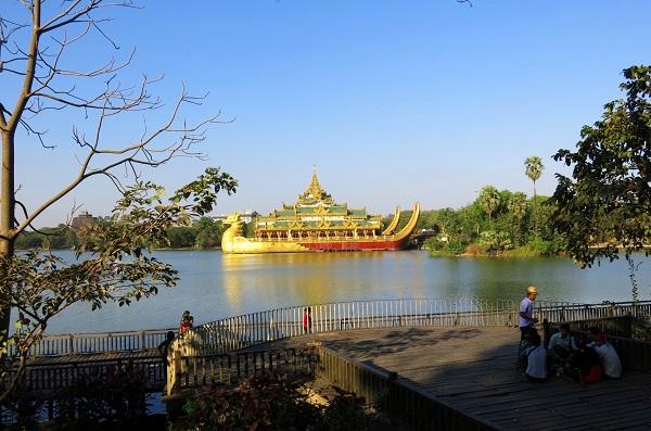 Vé máy bay đi Myanmar - Công viên Kandawgyi