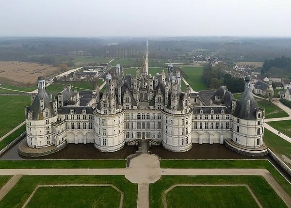 Vé máy bay đi Pháp - Tìm hiểu kiệt tác của thời phục hưng Chateau de Chambord