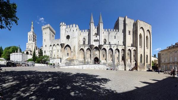 Vé máy bay đi Pháp - Khám phá lâu đài xa hoa lộng lẫy Palais des Papes
