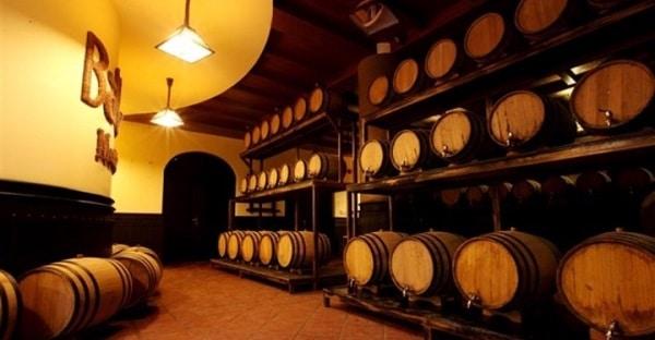 Vé máy bay đi Đà Nẵng - Thử rượu vang trong hầm rượu trăm tuổi ở Bà Nà hill
