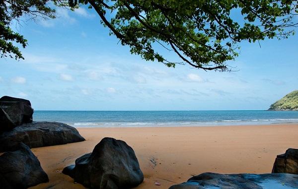 Vé máy bay đi Côn Đảo - Tắm biển ở Côn Đảo
