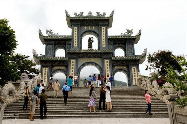 Vé máy bay đi Đà Nẵng - Tham quan chùa Linh Ứng