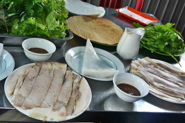 Bánh tráng cuốn thịt heo Bà Hường