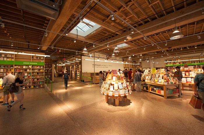 Đặt vé máy bay đi Portland khám phá Powell's City of Books
