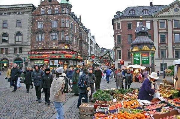 Đặt vé máy bay đi Copenhagen trải nghiệm Mua sắm tại phố Stroget