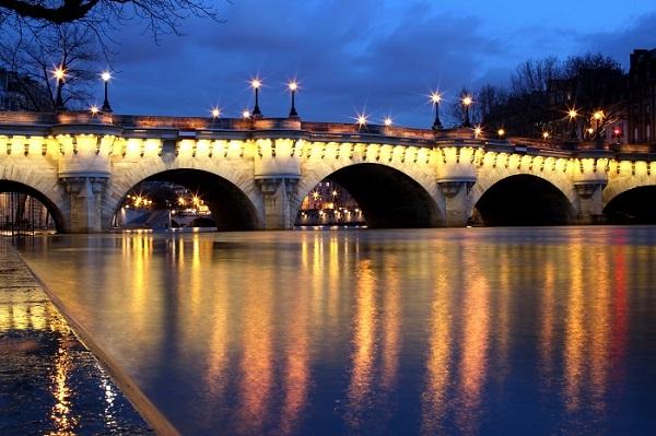 Đặt vé máy bay đi Toulouse khám phá cây cầu Pont Neuf
