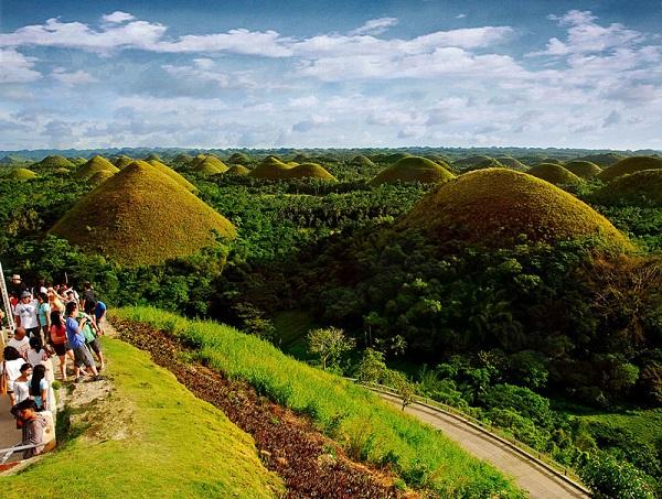 Đặt vé máy bay đi Philippines khám phá vẻ đẹp đồi Chocolate