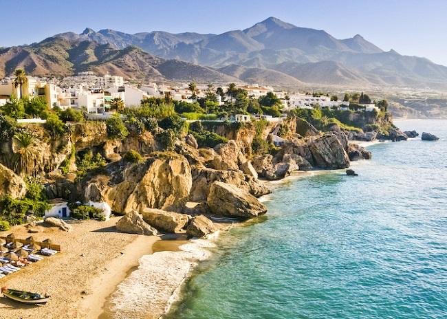 Đặt vé máy bay đi Tây Ban Nha khám phá bãi biển Costa del Sol